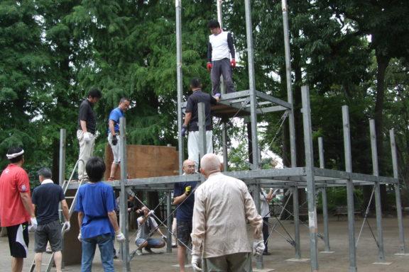盆踊りの櫓建て